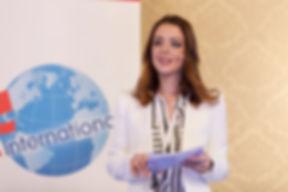 moderatorin- eventmoderation-podiumsdisk