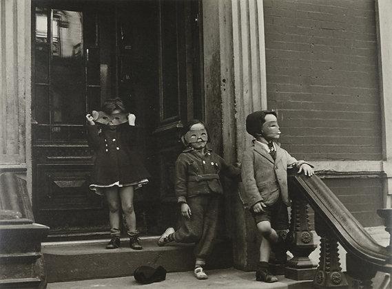 Helen LEVITT New York City, 1940c. Three kids with masks on steps