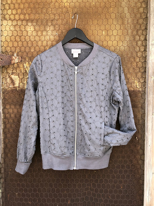 Gray Light Weight Jacket With Steer Skull Zipper Pull