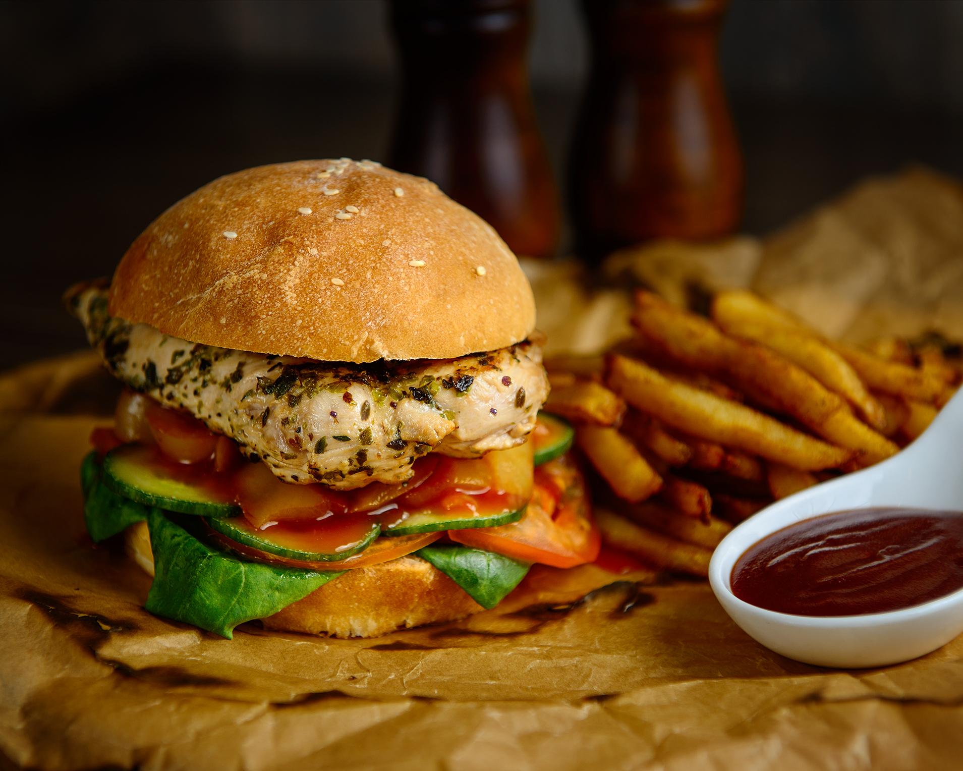 Burger&Crubs_Ulitsa_1905g_Бургер с куриной грудкой, свежими овощами и пикантным соусом