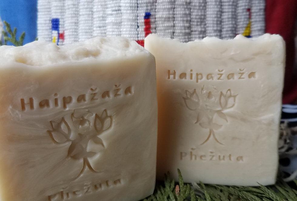 Pȟehiŋ Akhíšoke - Nettles, Rosemary Leaf, & Horsetail Herbal Shampoo Bar