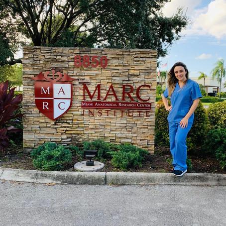 Treinamento de procedimentos estéticos injetáveis em cadáver fresco no MARC em Miami.