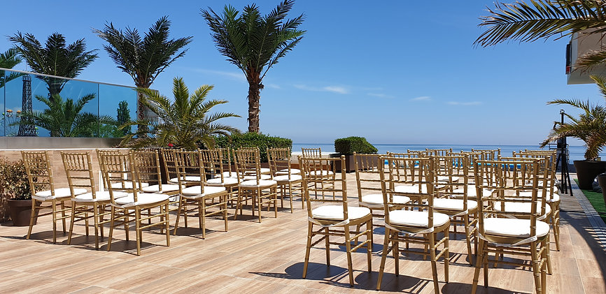 """Оборудване под наем за сватба във Варна, стол """"Шивари"""" - златен и бял с възглавничка, Chiavari chair"""