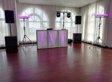 Защо цената не трябва да е определящ фактор при избора на водещ и DJ за сватбеното парти.
