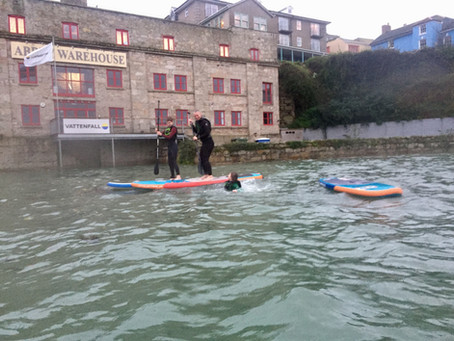 The clocks have gone back and the nights are drawing in winter is here.... BUT we are still paddling