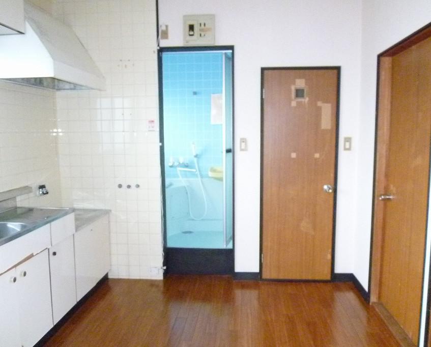 パインコート208台所から風呂トイレ