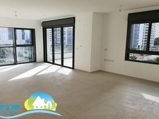 דירת 5 חדרים חדשה במתחם 1200