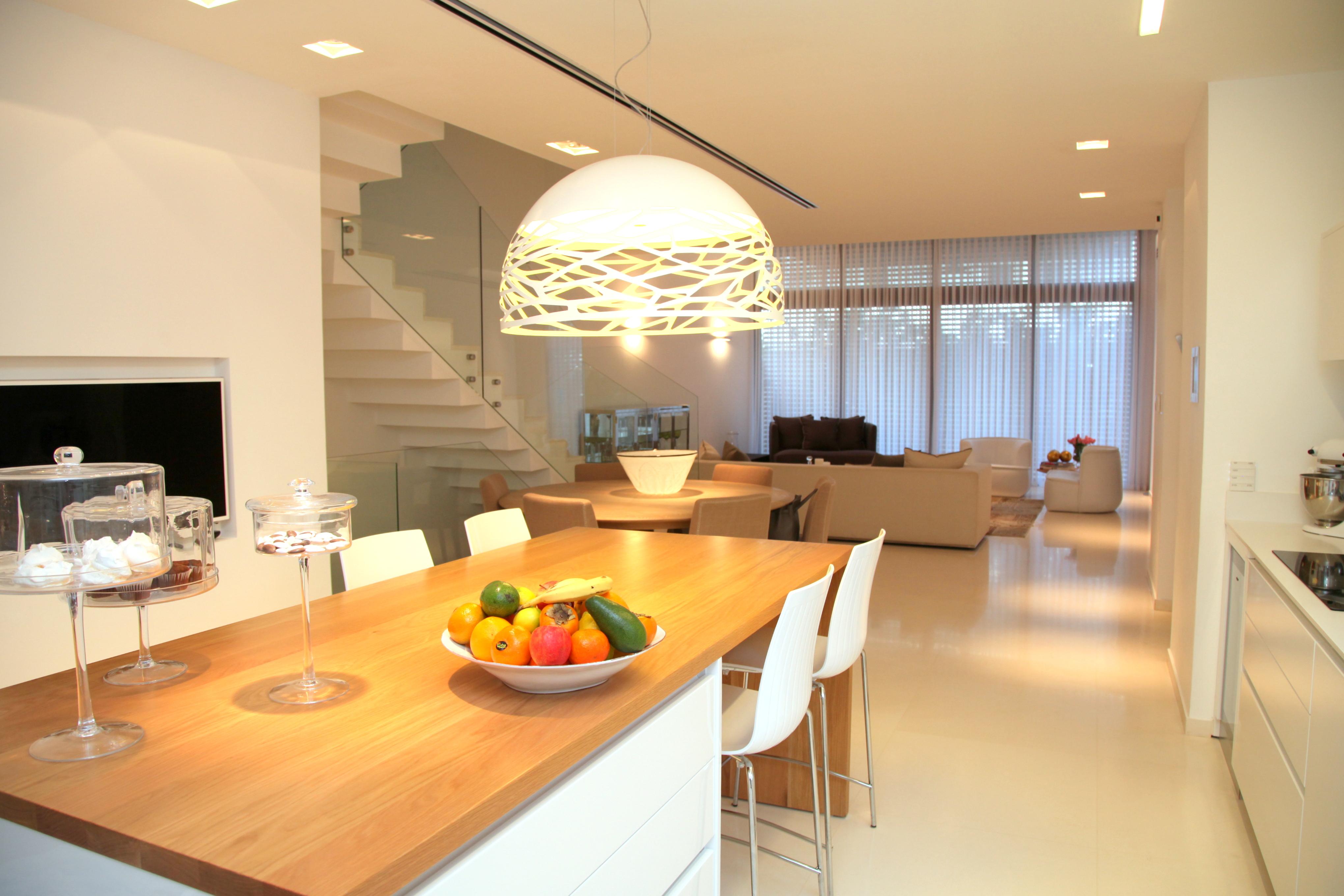 מודרניסטית למכירה, דו משפחתי, 6 חדרים, בהוד השרון | שרביט נכסים - ייעוץ SF-95