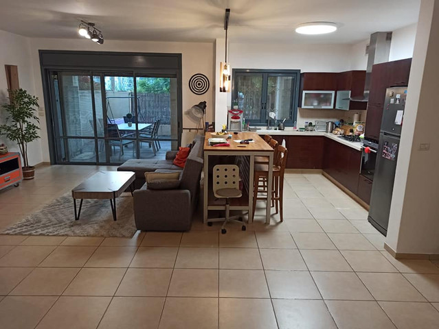 דירת גן 4 חדרים במיקום מעולה!