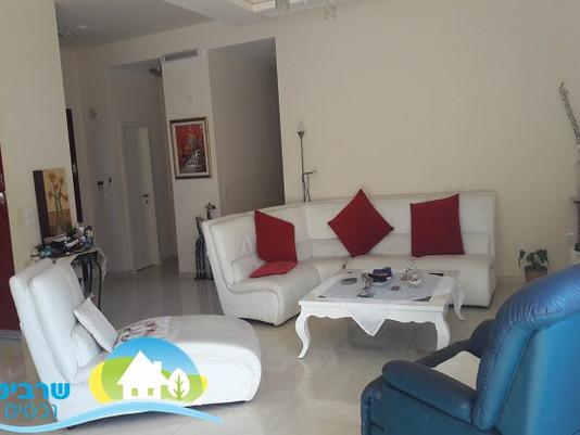 בפרדסיה - בית בודד, 8 חדרים + יחידה נפרדת