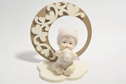 Bebè con supporto in legno con cuori (celeste/rosa)