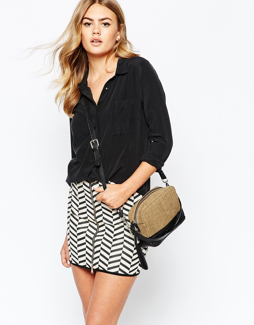 BOXY TASSEL CROSS BODY