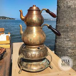 Was für ein tolles Frühstück! Direkt am Meer sitzen, dazu stilvoll Çay trinken und ein himmlisches Frühstück geniessen...jpg