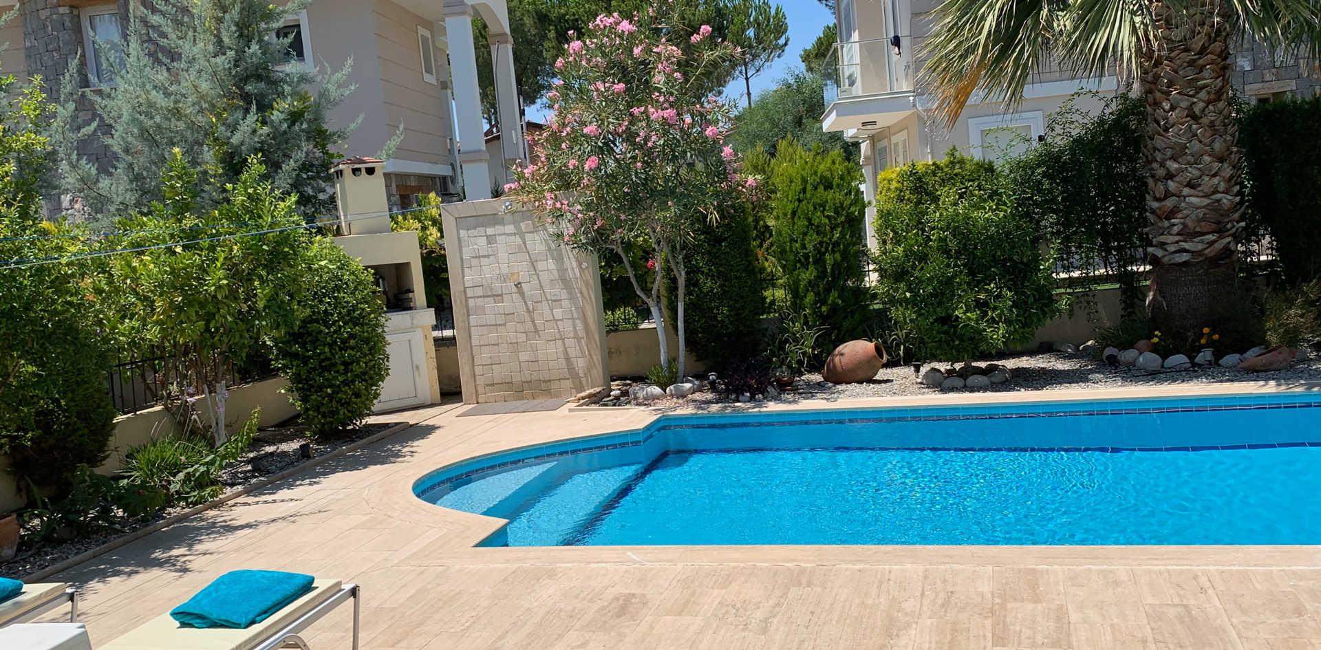 Pool Villa Olivio.jpeg