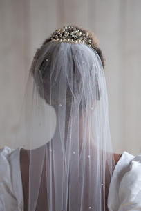 Pearl hair piece with pearl scattered veil