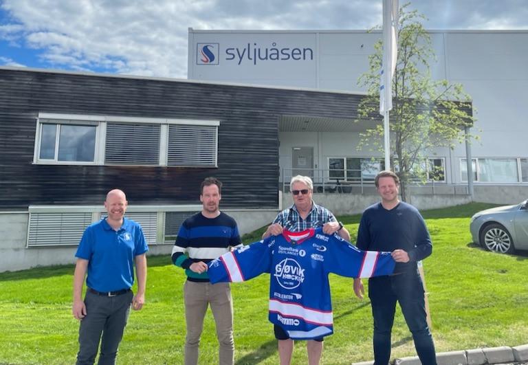 Fra venstre: Anders Myhre (Syljuåsen), Patrik Bäärnhielm, Anders Elje (Syljuåsen) og Erik Bratlien er fornøyd med at samarbeidet forlenges.