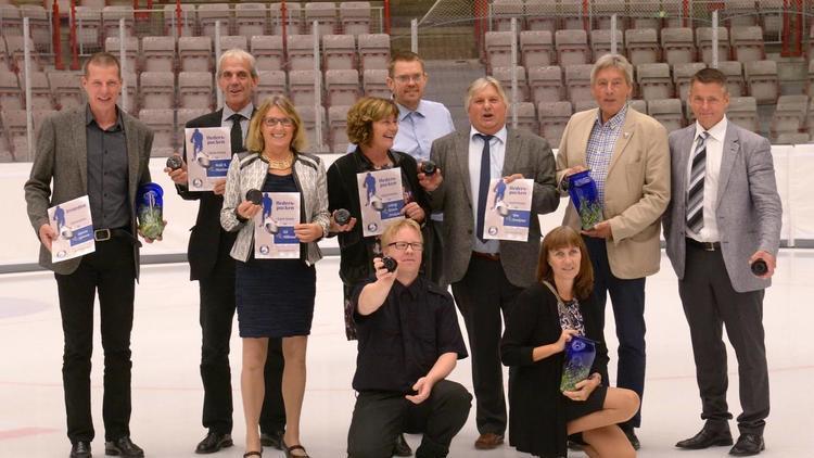 Medlemmer som fikk æresmedlemskap og hederspucker i fobindelse med klubbens 25-årsjubileum