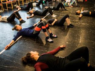 Veszprémi diákoknak tartott mozgásterápiát a Frenák Pál Társulat