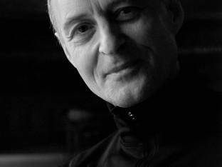 """""""Egyszerű, letisztult dolgokban gondolkodom"""" - interjú Frenák Pállal"""
