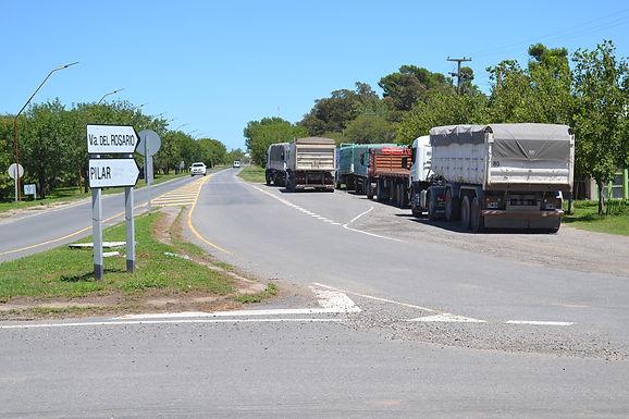 Camioneros de Villa del Rosario reclaman por más cargas