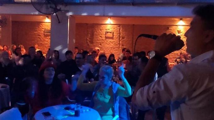 Imputaron a cantante y al dueño del bar por realizar show en vivo en La Varillas