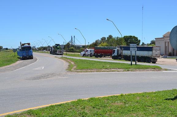 Caos en las rutas: camioneros autoconvocados paralizan el transporte de cargas