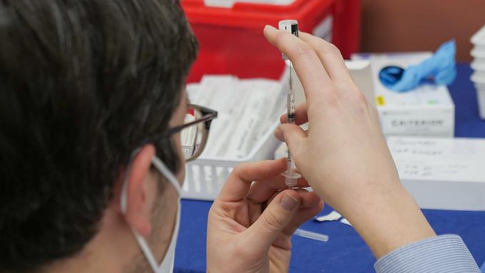 Denuncian que otros se vacunaron utilizando sus identidades