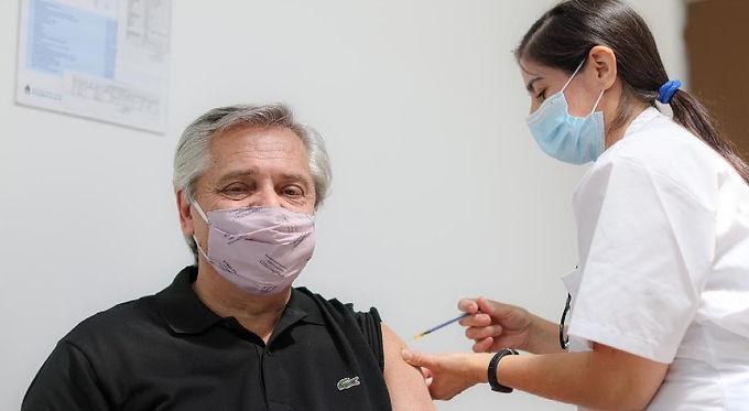 El presidente Alberto Fernández se vacunó este jueves