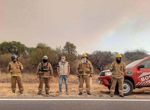 El intendente Farías trabaja junto a funcionarios y bomberos por los incendios en Cruz del Eje