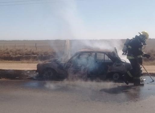 Se incendió un auto en la ruta 13