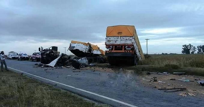 Accidente fatal al colisionar dos camiones en la Ruta 13