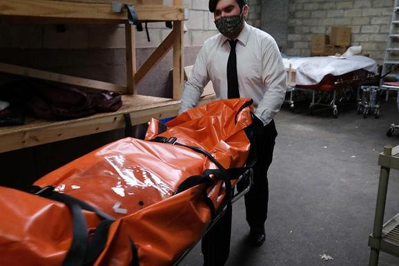 Conmoción en Nueva York: aparición de 100 cuerpos en dos camiones