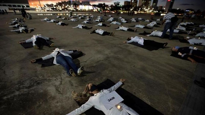 El Covid-19 imparable en Brasil más de 800 muertos en un día