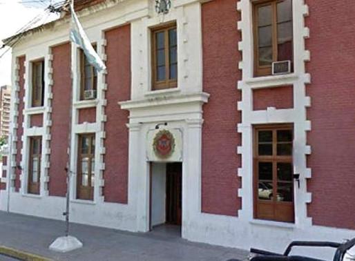Se labraron 92 actas y jóvenes detenidos en dos reuniones sociales en Villa María y Villa Nueva