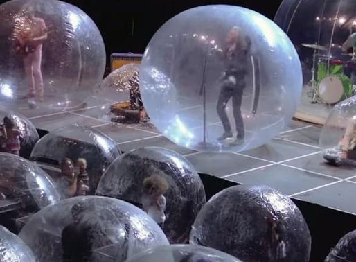 Recital al palo todos dentro de burbujas