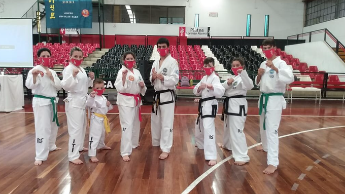 Alumnos de la Escuela Chul Hak San participan de seminario de Taekwondo