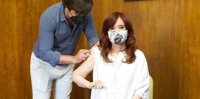 Cristina Fernández recibió la primera dosis de la vacuna Sputnik V