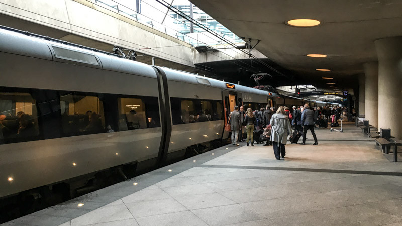 the_train_from_cph_airport_to_copenhagen