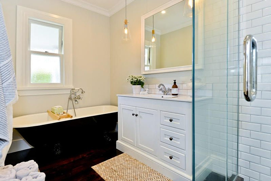 Villa homes designers builders traditional character for Bathroom decor nz