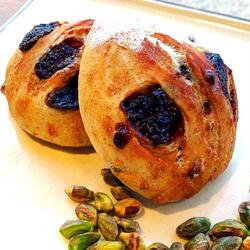 苺とピスタチオのカンパーニュドルチェ