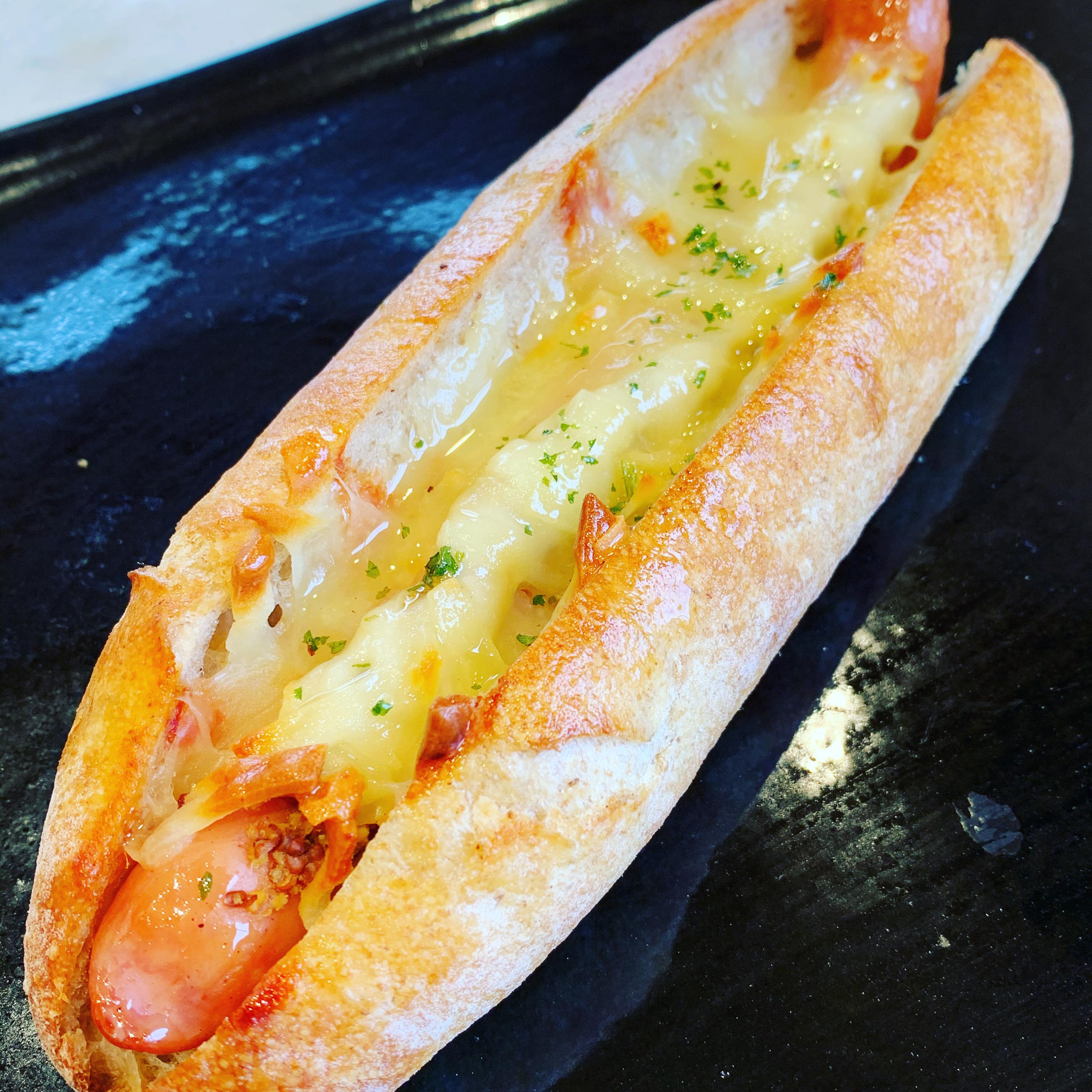 千葉県産ウインナーのチーズドッグ