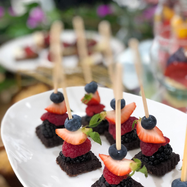 Mini Brocheta de Brownie con Berries