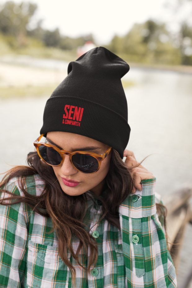 beanie-mockup-of-a-cool-young-woman-wear