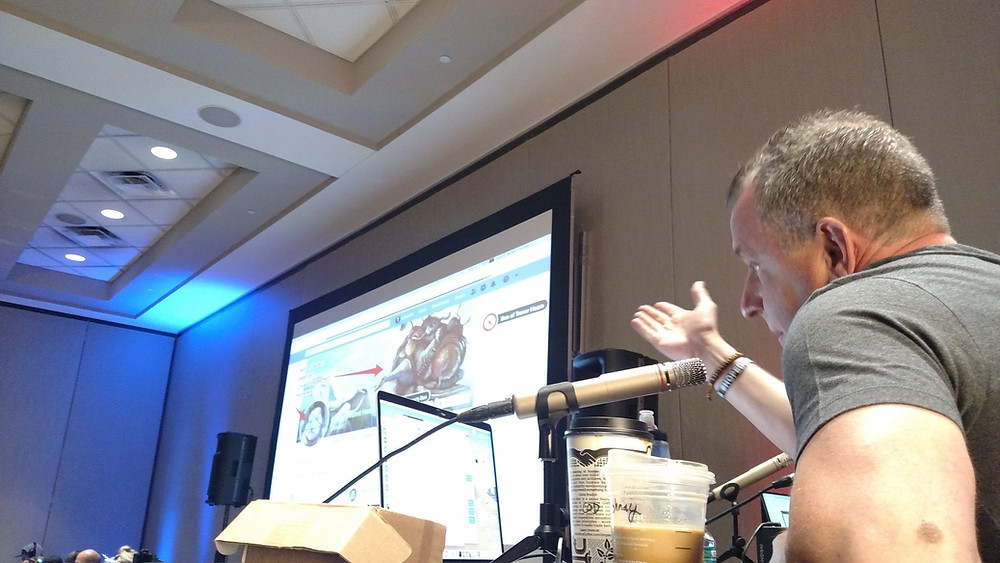 Johnny Long explaining a screenshot of a flag response at DerbyCon 9