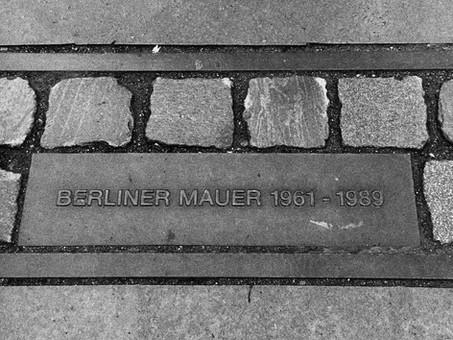 Muros da Intolerância: 30 anos da Queda do Muro de Berlim