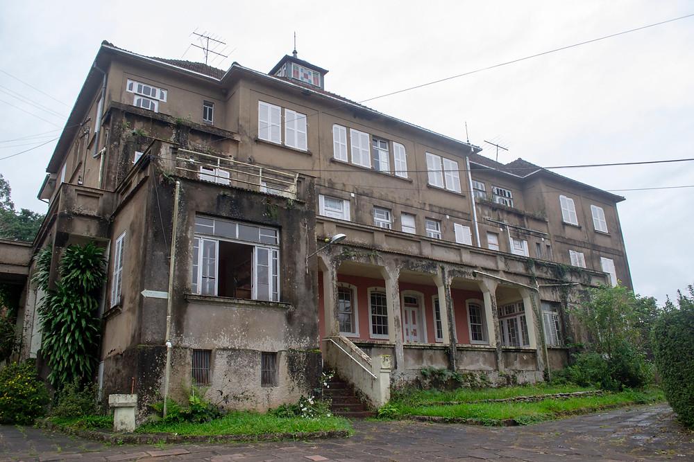 Um casarão antigo, onde funcionava o Sanatório Kaempf.