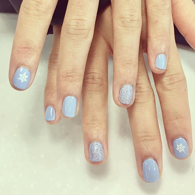 Soft #lavender and #sparkles #snowflakes #christmasnails #HNB
