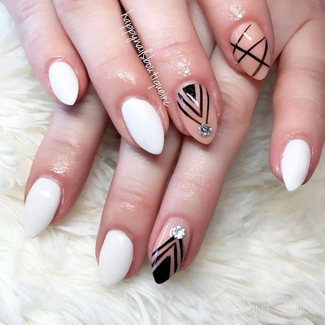 __malloryrose_  You put the #nailgame on another level!!💅🏻🙌🏻🖤 #notd #handpainted #freehanddesig