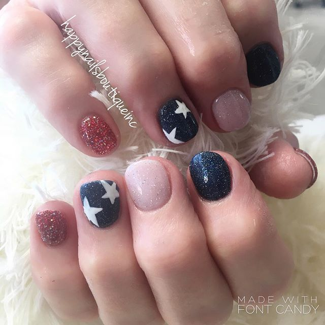 Happy #FourthOfJuly !!! 🇺🇸❤️💙🇺🇸🎉🎉🎉 #312food #dippowdernails #dippowder #sparkles #stars #lin