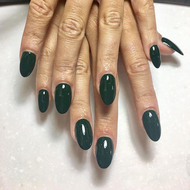 #OPI #Chrismasgoneplaid - the perfect #Christmas 🎄 green color #HNB #nails #holidays